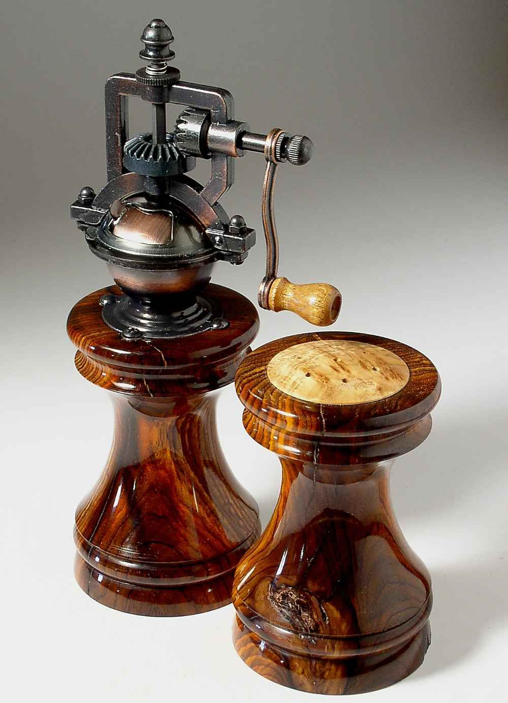 Antique Series Salt Shaker Peppermill Set In French