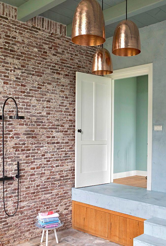 Rustieke badkamer - boerderij renovatie - houten binnendeur ...