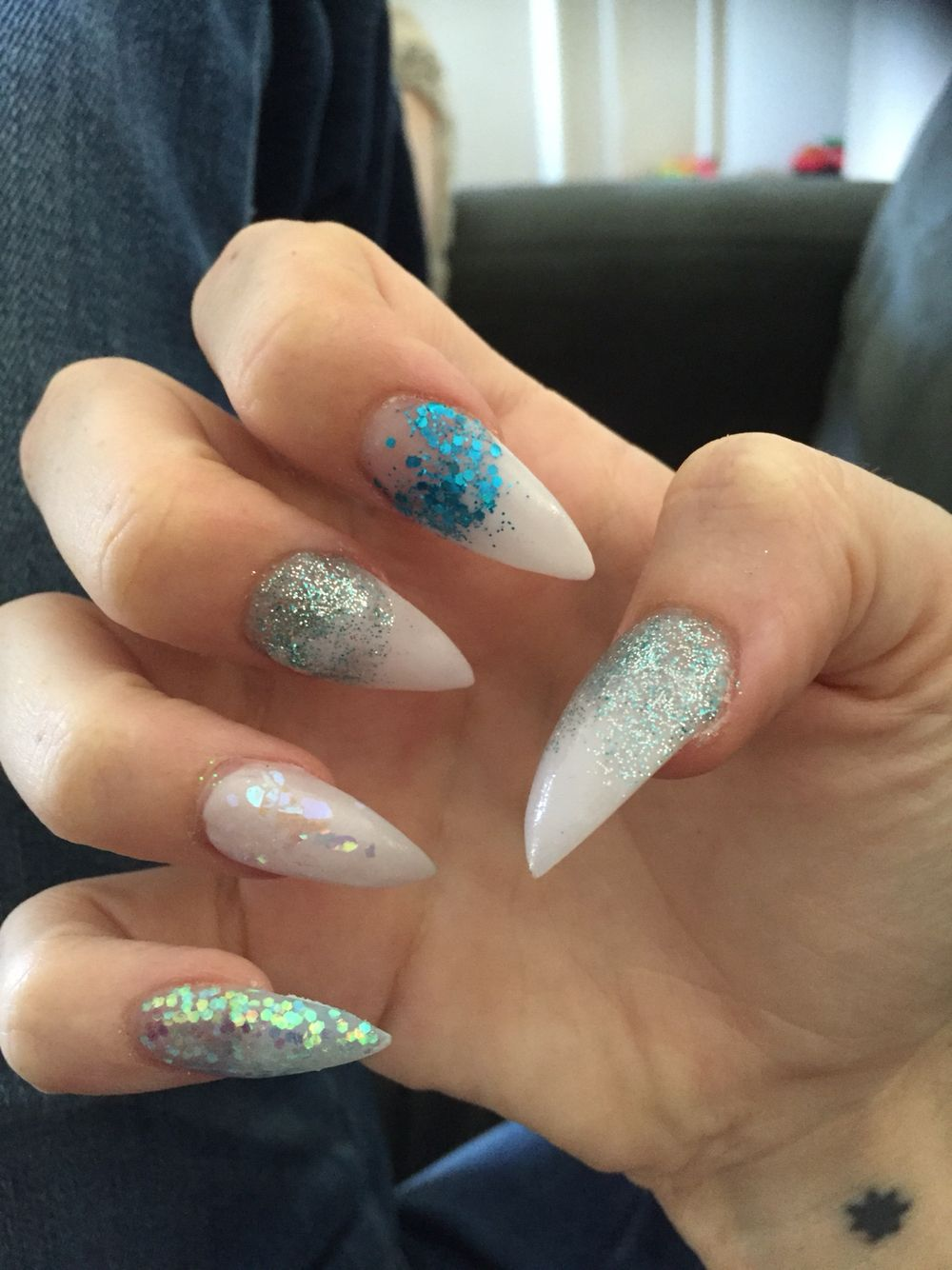 https://www.facebook.com/Glitter-Minx-Nails-225276647856191/