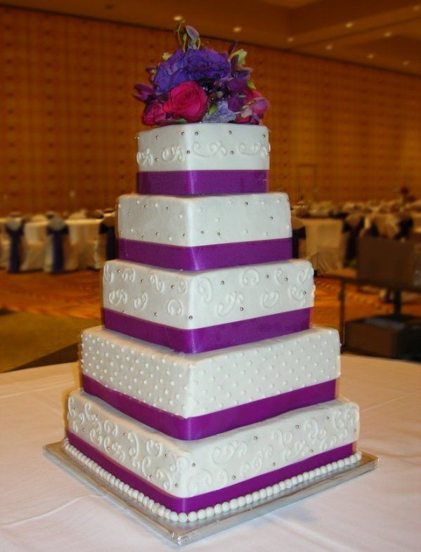 Feeding Nearly 300 Guests This Might Be The Size You Need Each Tier Is Decorated Differently With Purple Bands Around Each The Venue Was The Hilton Reposteria