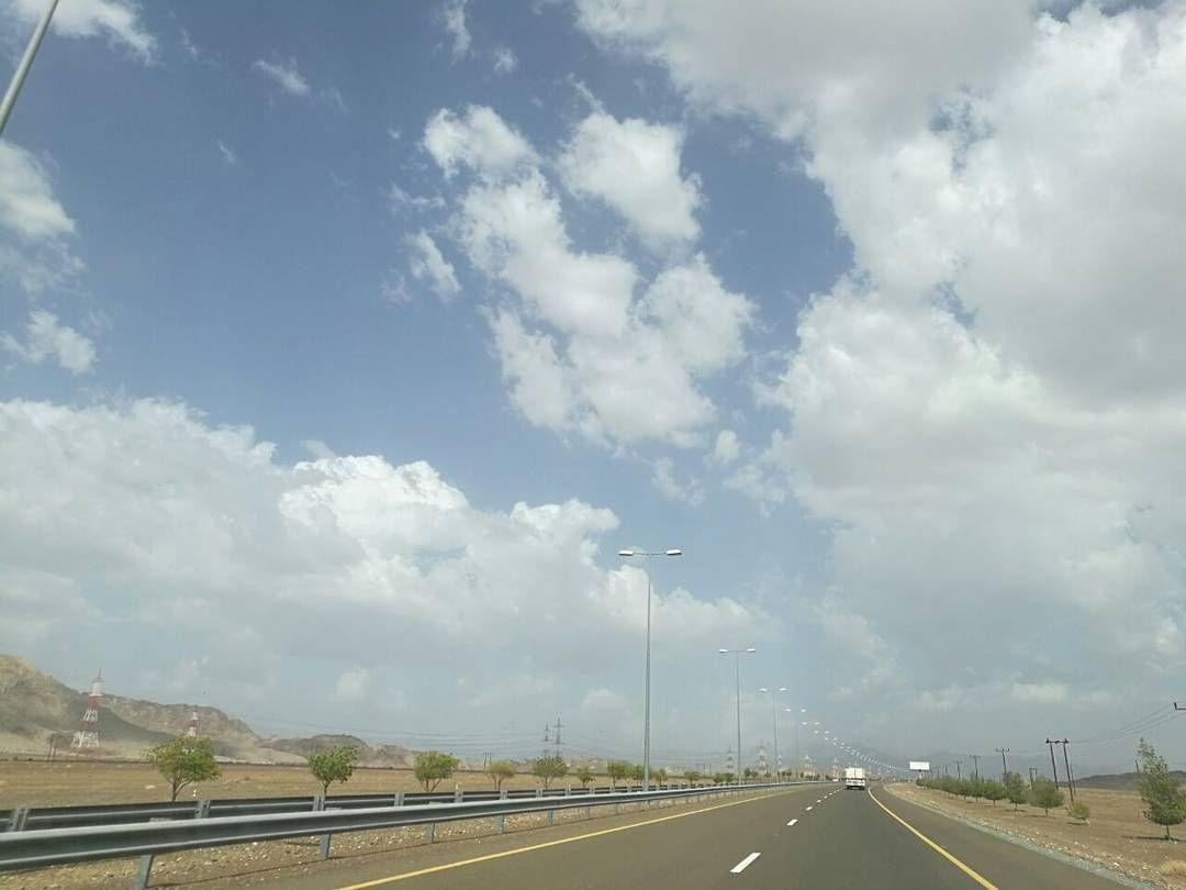 شبكة أجواء عمان السحب حاليا جهة حميضة و الخطوة محضة من المطارد ولد البادية G S Chasers Alyasatnet Instagram Instagram Posts Outdoor