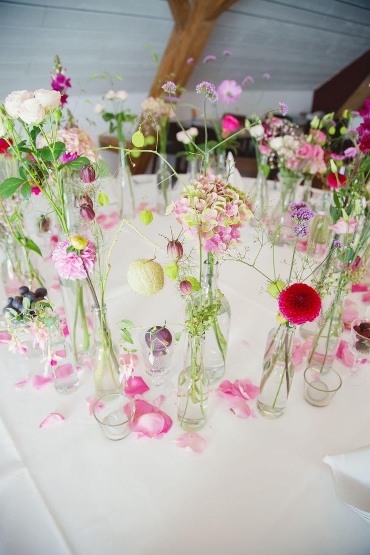 Photo of Noen få enkle glassflasker, noen få sommerblomster og en fantastisk borddekorasjon til sommerbryllup – Min blogg