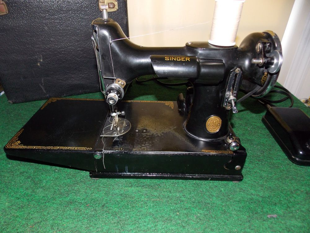 40 Singer Featherweight 4040 Sewing Machine Clean Running Awesome Singer Sewing Machine 221 1