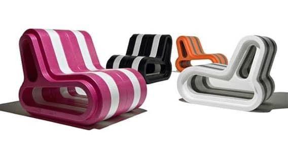 Sofa Q: compuesto por módulos de plástico. Q-couch es un sofá de plástico polipropileno expandido. Se compone a base de módulos-Q que encajan entre sí como piezas de lego, y además en varios colores. Cada módulo tiene una altura de 80cm, una profundidad de 98cm, y una anchura de 18cm. Con ellos se pueden formar sillas, sillones, y largos sofás. Se puede utilizar en exteriores.  #Muebles