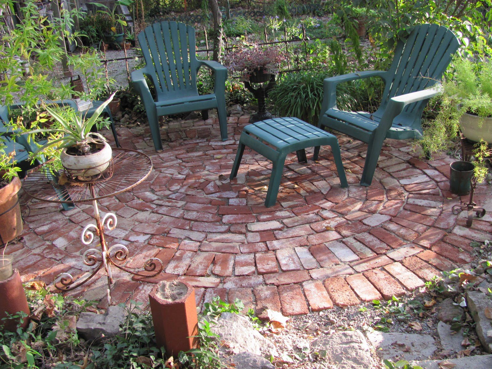 Round Broken Bricks Backyard Brick Patterns Patio Rustic