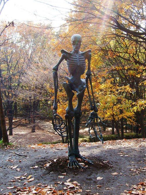 giant skeleton - Giant Halloween Decorations