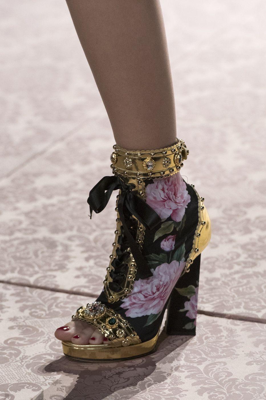0c36d88b0 Dolce & Gabbana at Milan Fashion Week Spring 2019 in 2019 | Shoes ...