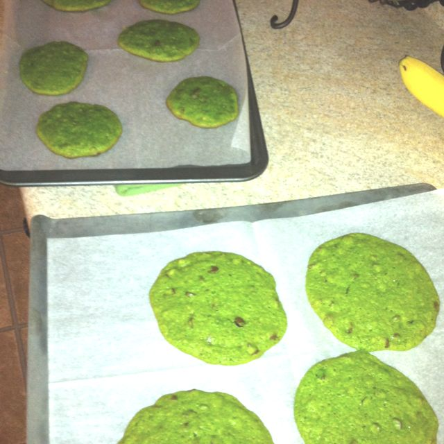 Grinch Cookies: Betty Crocker Chocolate Chip mix + green ...