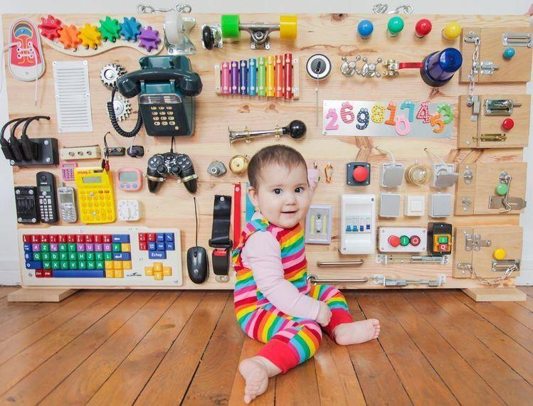 Psychologist Sdelaj Sam Bizibord Kak Sdelat Podarok Igrushki Svoimi Rukami Toddler Activity Board Baby Play Activities Baby Activity Board