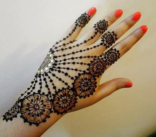 Pin by Bina Beauty Saloon on Hina | Floral henna designs