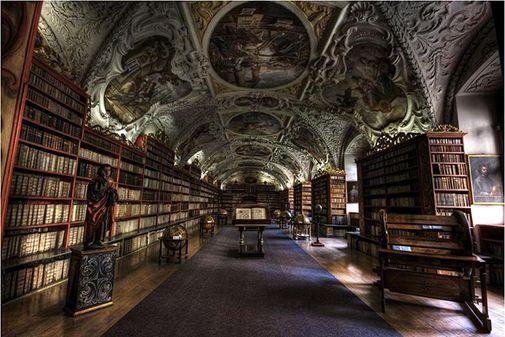 Praga, library