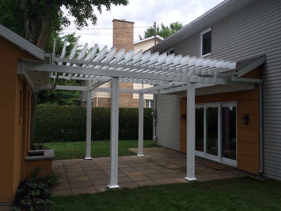 sunlouvre pergolas blanche 100 aluminium lames orientables sur mesure pergola pergolas. Black Bedroom Furniture Sets. Home Design Ideas