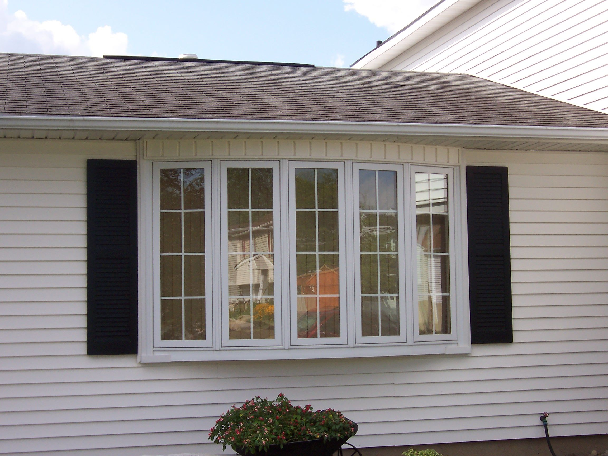 Difference Between A Bay And Bow Window Vinyl Replacement Windows Bow Window Window Vinyl