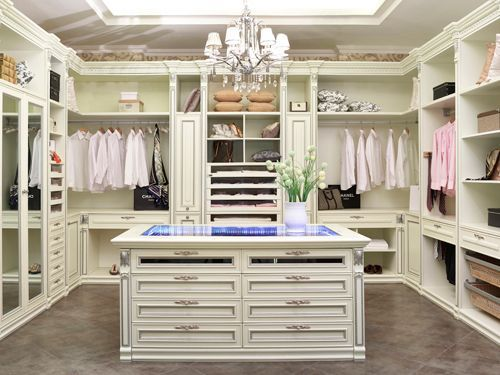 Complete With Center Island And Skylight Interiores Luxo Moderno Closet Casal