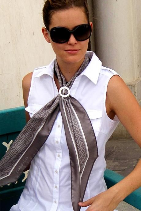 comment attacher un foulard extra long et tr s fin scarves scarf knots and silk scarves. Black Bedroom Furniture Sets. Home Design Ideas