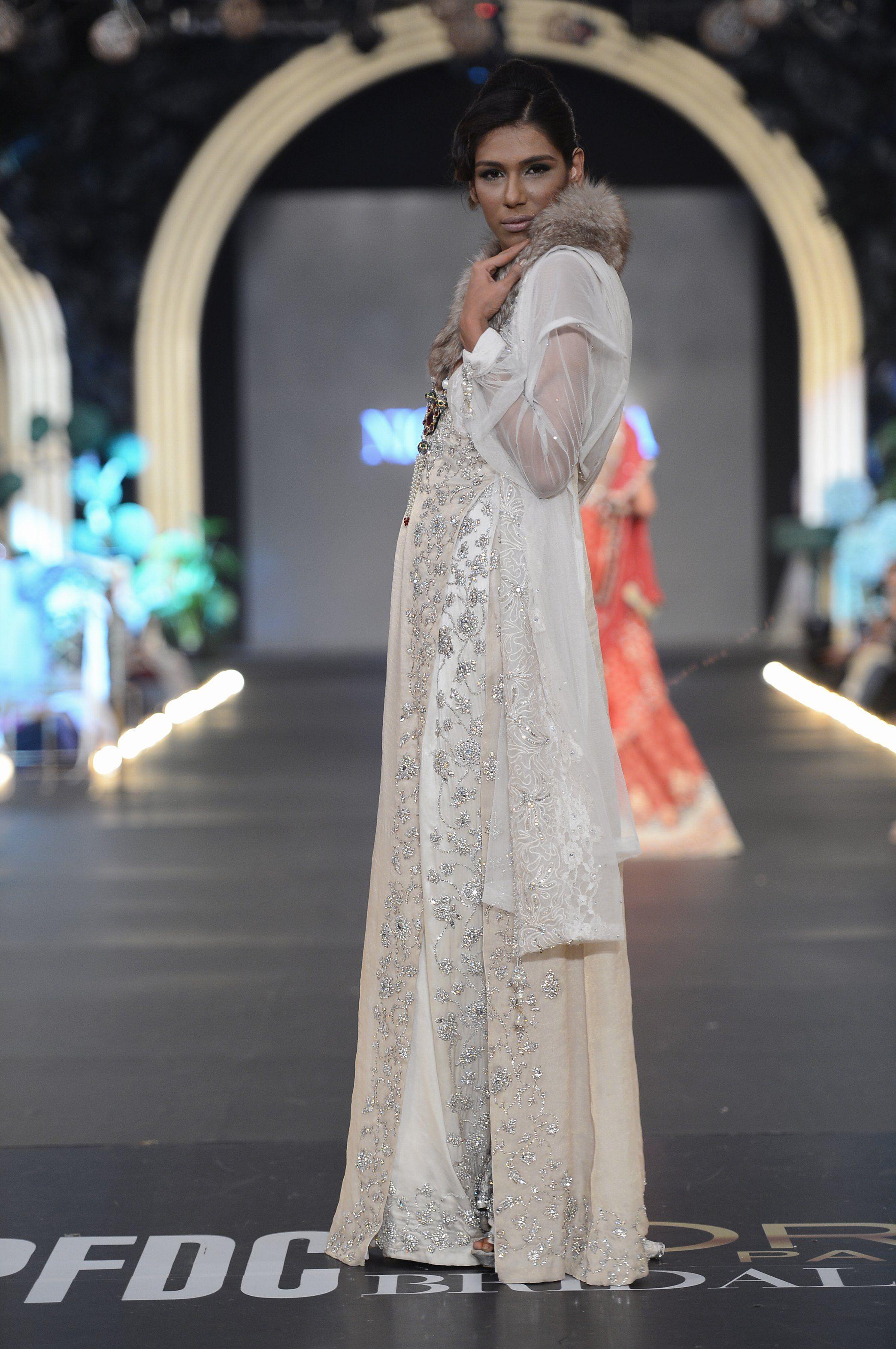 Nickienina Dresses Dress Partydresses Http Www Fashioncentral Pk Pakistani Designer Bridal Fashion Week 2015 Bridal Fashion Week Pakistani Formal Dresses