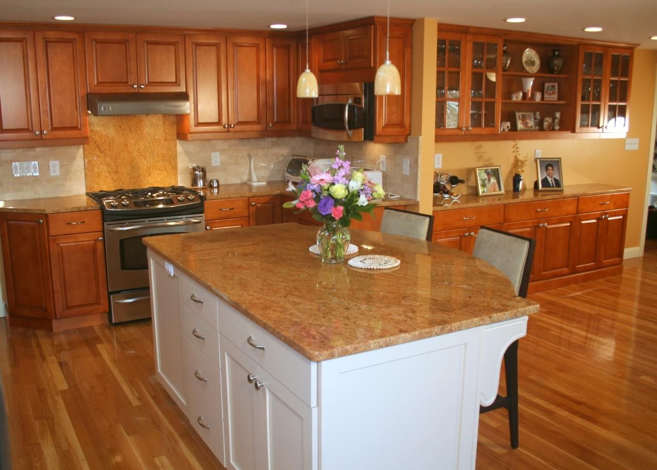 traditional maple kitchen with white island | traditional kitchens