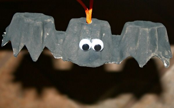 Bat Craft Fun halloween decorations, Egg cartons and Bats - preschool halloween decorations