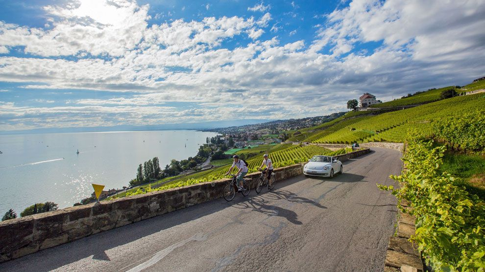 La ruta desde Lausana hasta Ginebra atraviesa una de las zonas vinícolas más extensas de Suiza.