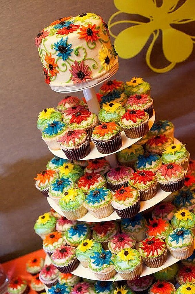 Cupcake cake idea Wedding cakes with cupcakes, Small