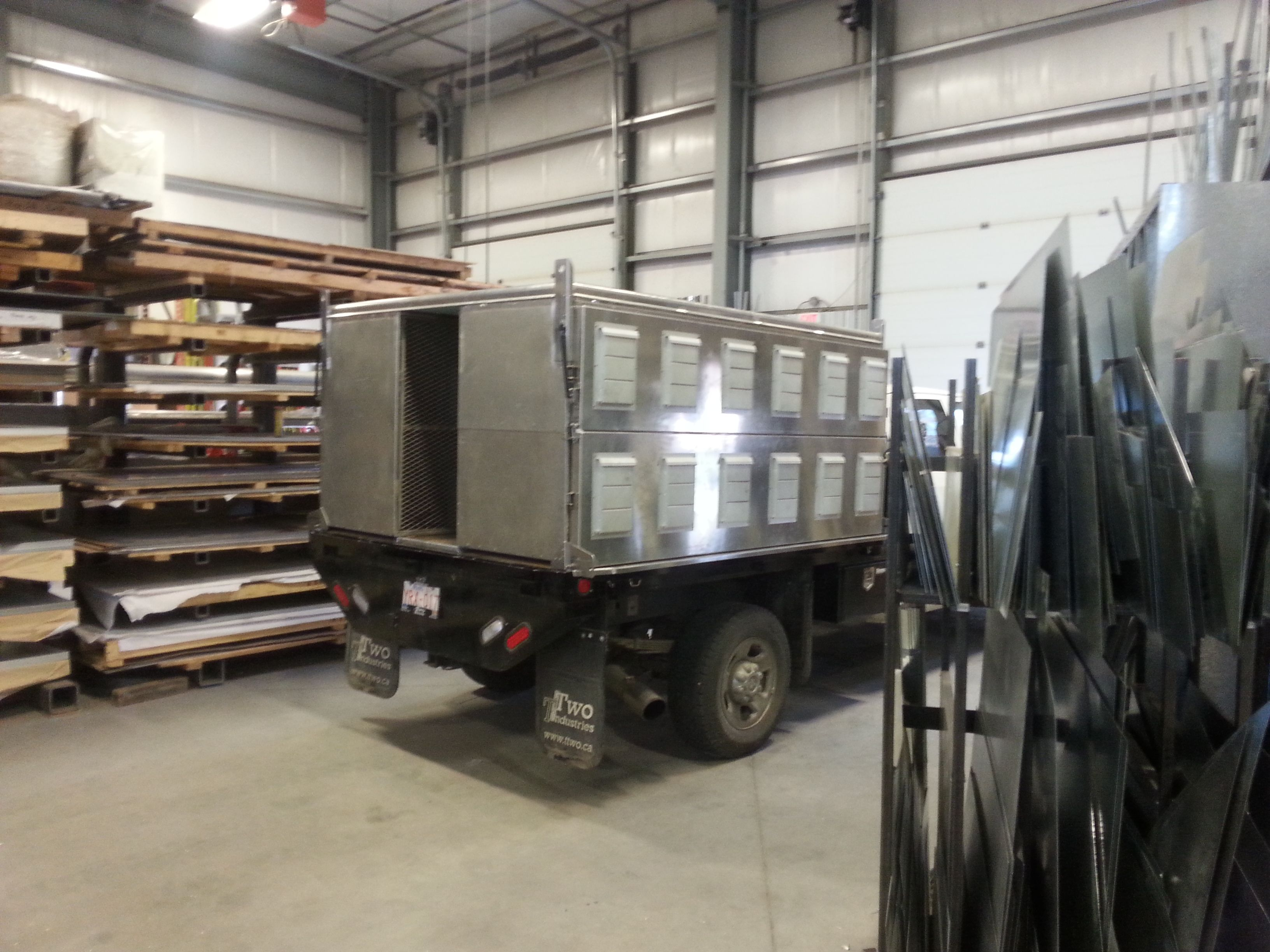 Custom Truck Dog Kennel Heating and air conditioning