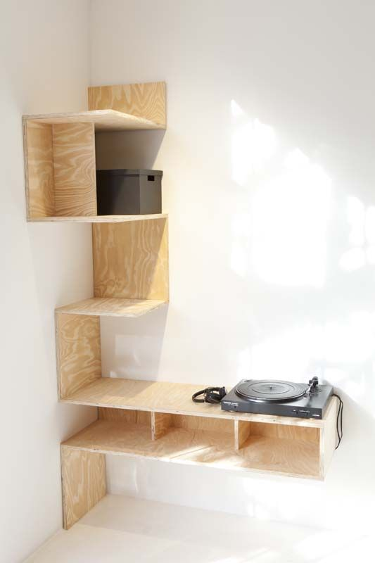 des rangements asym triques en contreplaqu diy plywood asymetric shelves hoekkast meuble. Black Bedroom Furniture Sets. Home Design Ideas
