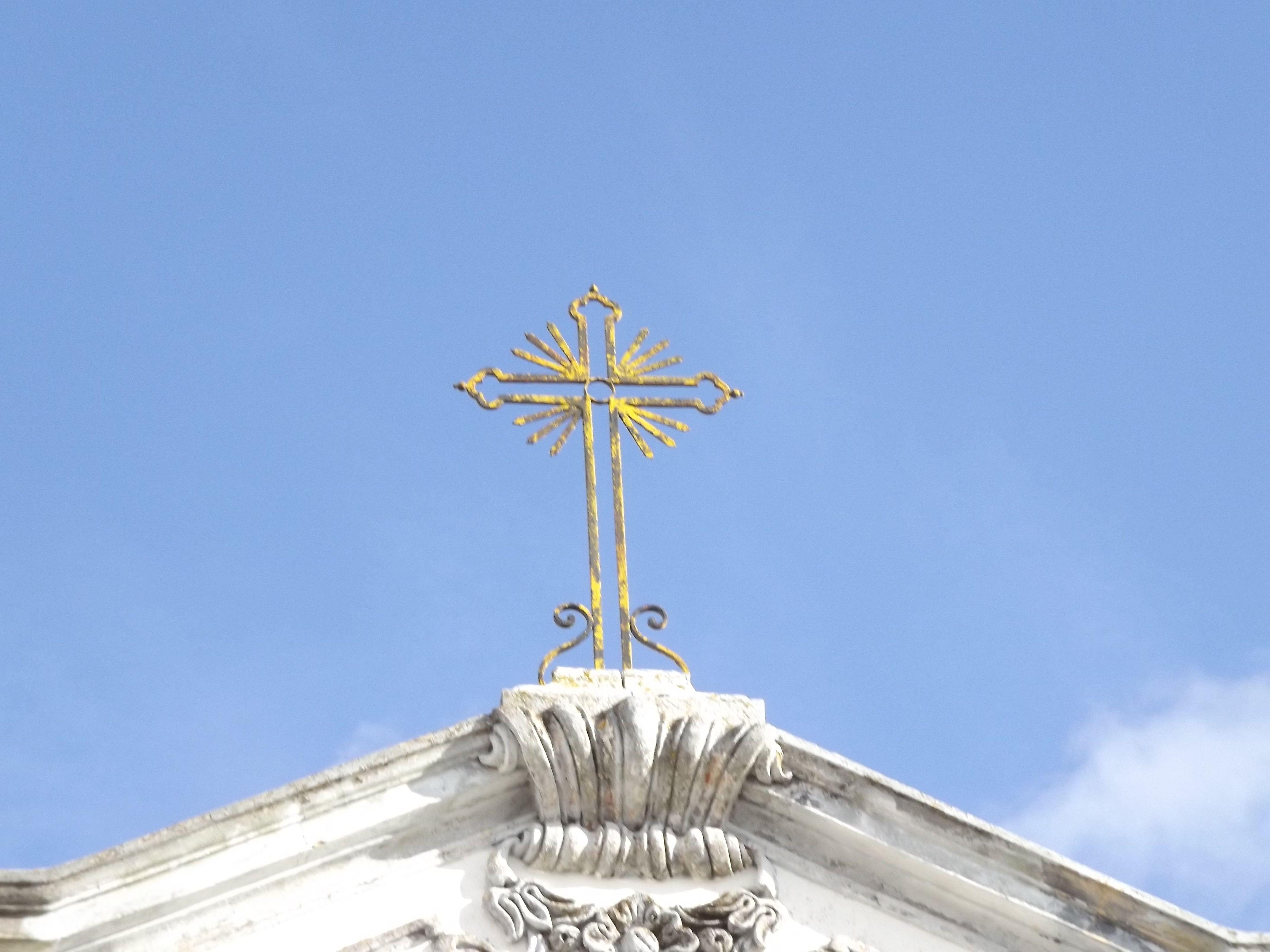 Cruz de la Iglesia Matriz en São Brás de Alportel, Portugal