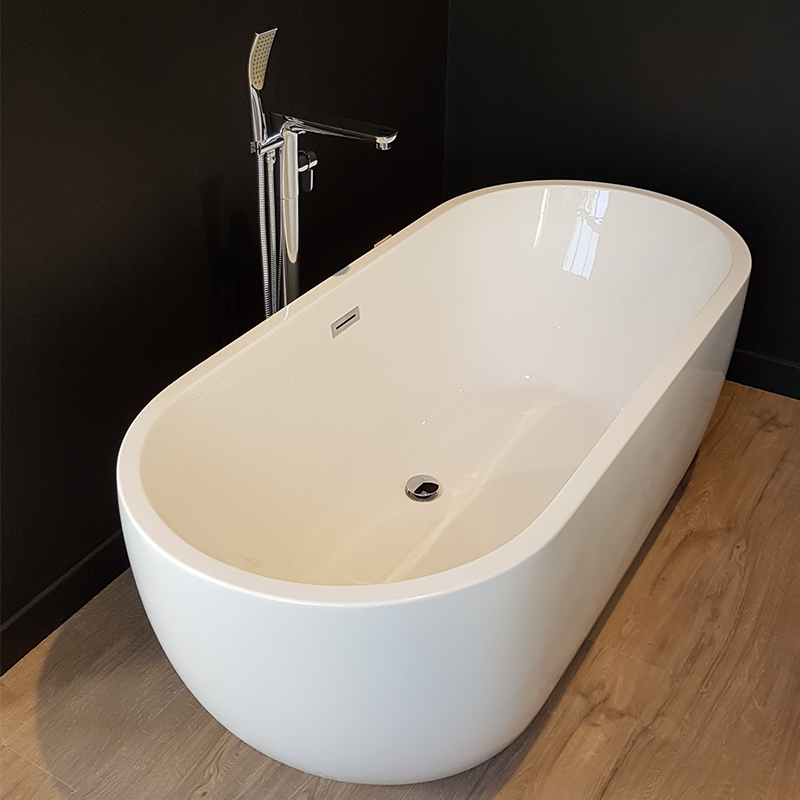 baignoire ilot design baignoire lot design classique. Black Bedroom Furniture Sets. Home Design Ideas