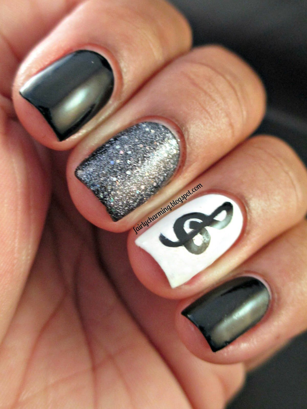 Nageldesign mit Notenschlüssel. Musical Nail Design. | Music Make up ...