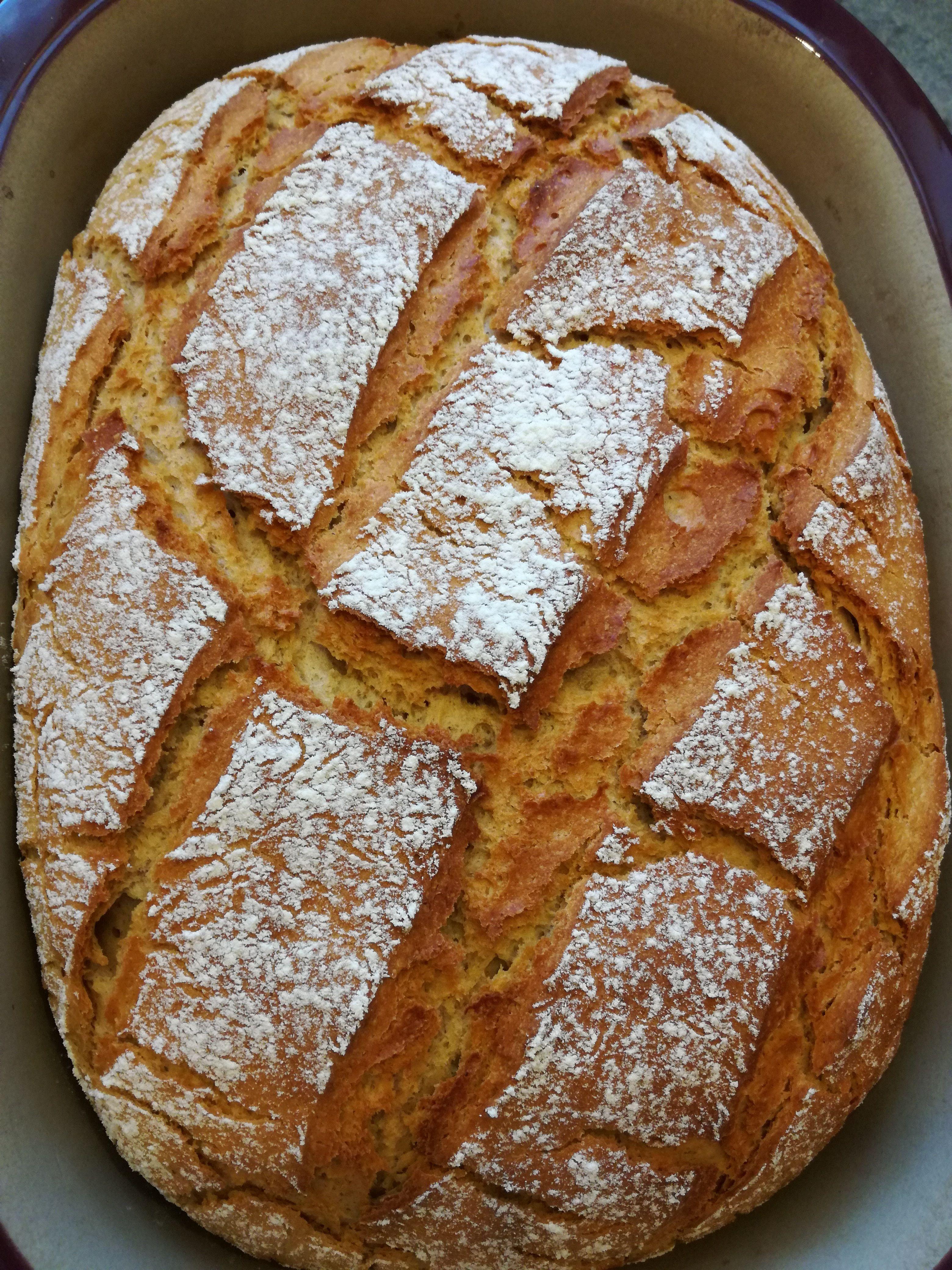 Rezepte für ein leckeres Roggen-Malzbier-Brot Zutaten: 400 g Roggenmehl Type 1150 300 g Weizenmehl Type 550 330 g Malzbier 150 g Wasser 30 g Butter 1 Packung Sauerteig (75 g) flüssig 1 Hefewürfel (… #butterbierrezept