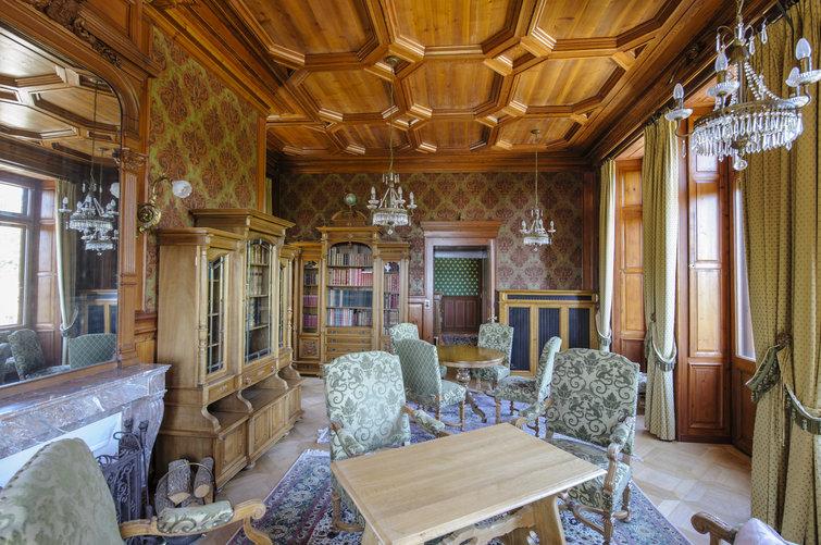 Le Chateau De Gorgier Entre Poudlard Et Broceliande En 2020 Chambre A Coucher Rouge Broceliande Chateau Fort