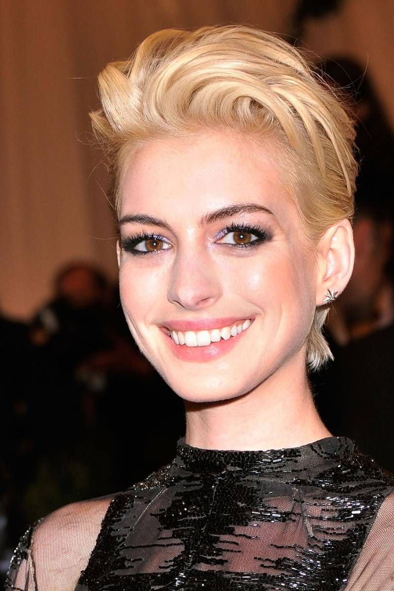 Zoom Shot Anne Hathaway Dyed Her Hair Blonde