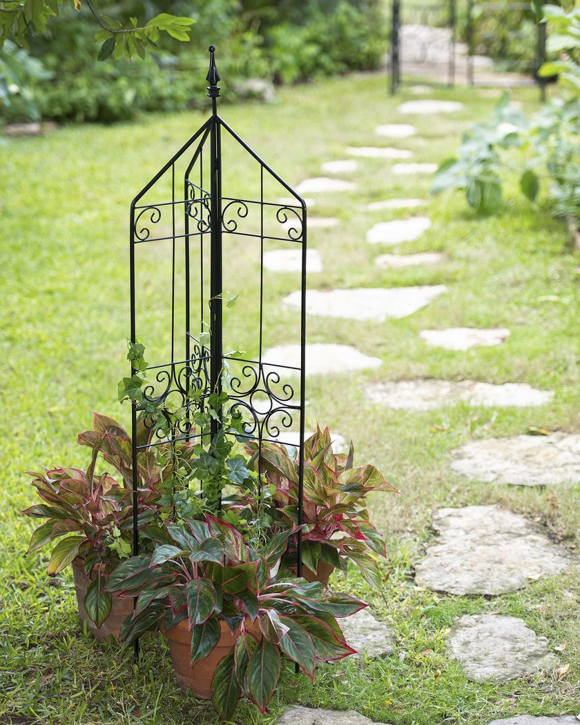 Elegant Metal Trellis Sets Up Anywhere | Old World Garden ...