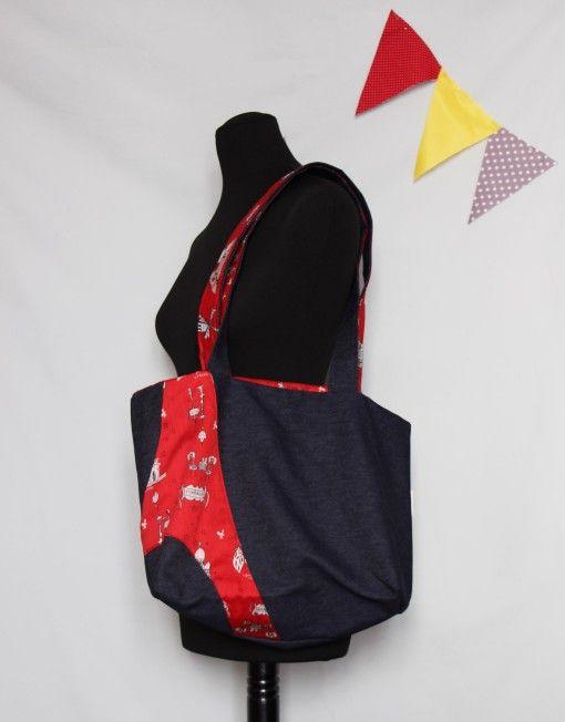 """Cabas Montmartre Spirit, Jean en coton, décoration et doublure en coton rouge imprimé """"Paris"""", 39€"""