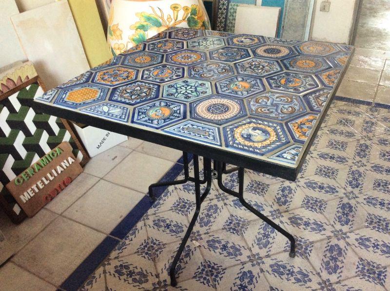 Tavoli Da Giardino In Ceramica Di Vietri.Tavoli In Ceramica Di Vietri Tavoli In Ceramica Vietrese Nel 2019