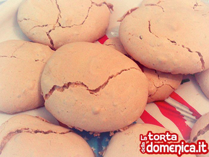 I brutti ma buoni sono il #dolce che vi propongo per questa prima domenica di aprile!  Nel mio blog trovate la foto #ricetta completa =>  http://www.latortadelladomenica.it/recipe/brutti-ma-buoni/