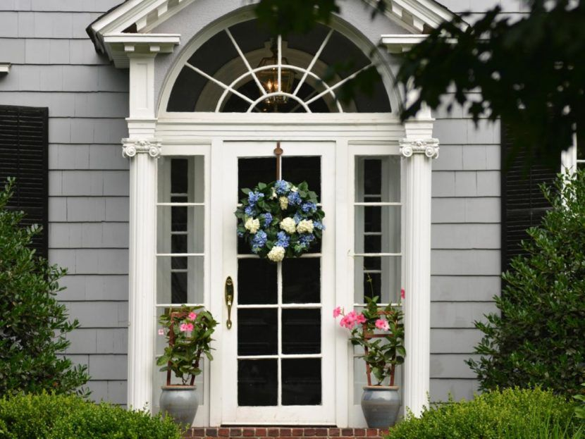 4 Ways To Add Pizzazz Your Front Door