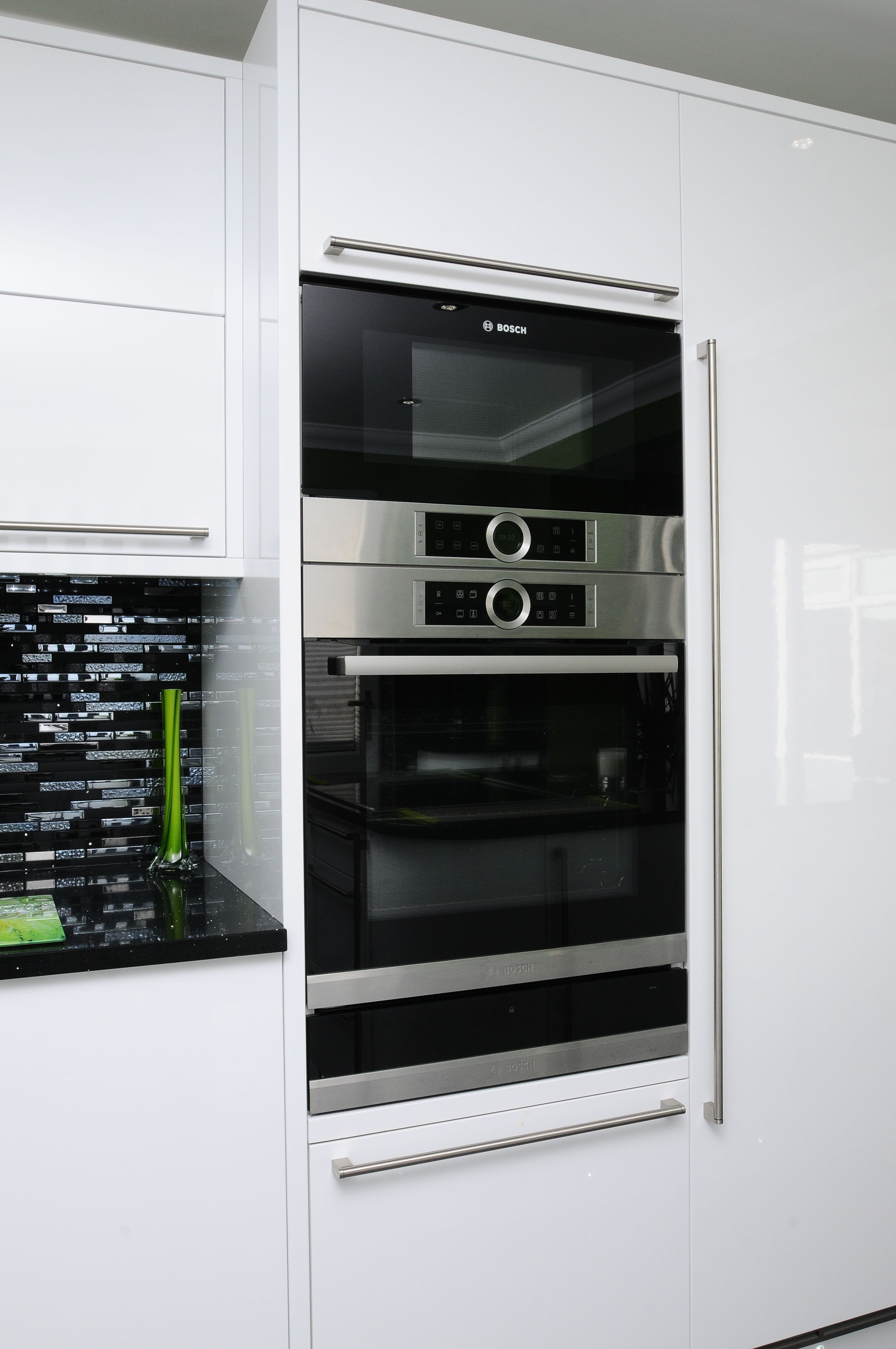Bosch Serie 8 Pyrolytic Oven And Microwave Oven In Brushed