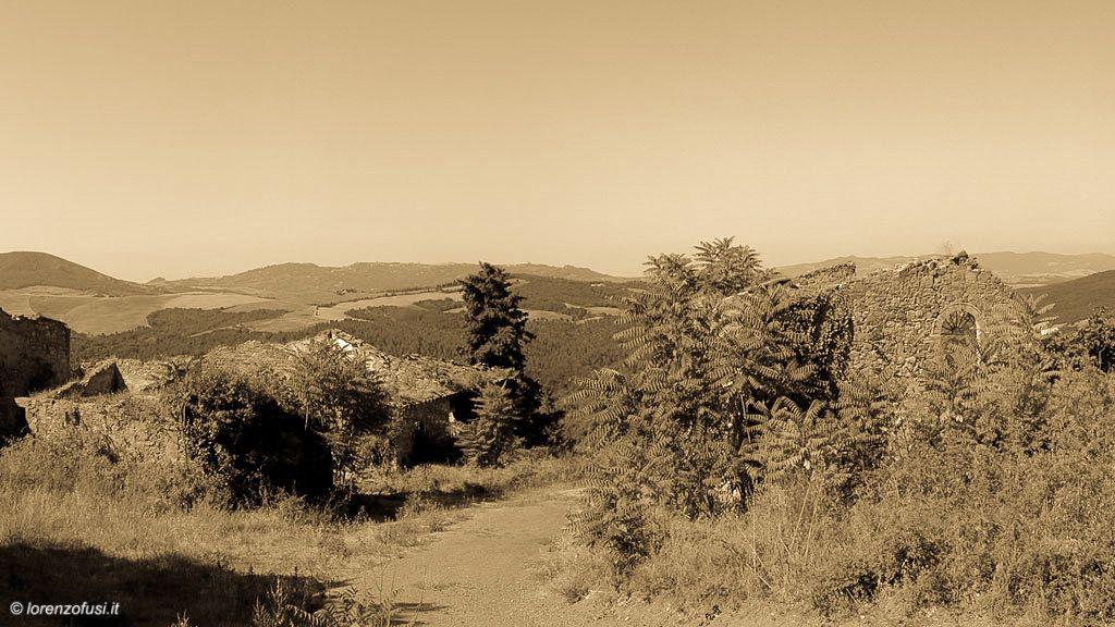 Un Borgo dimenticato e completamente coperto dalla vegetazione, recentemente riportato in vita. www.borgomummialla.com