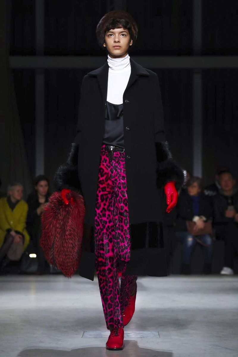 Watch the livestream of theSimonetta Ravizza show ready-to-wear collection Fall/Winter 2017 from Milan.