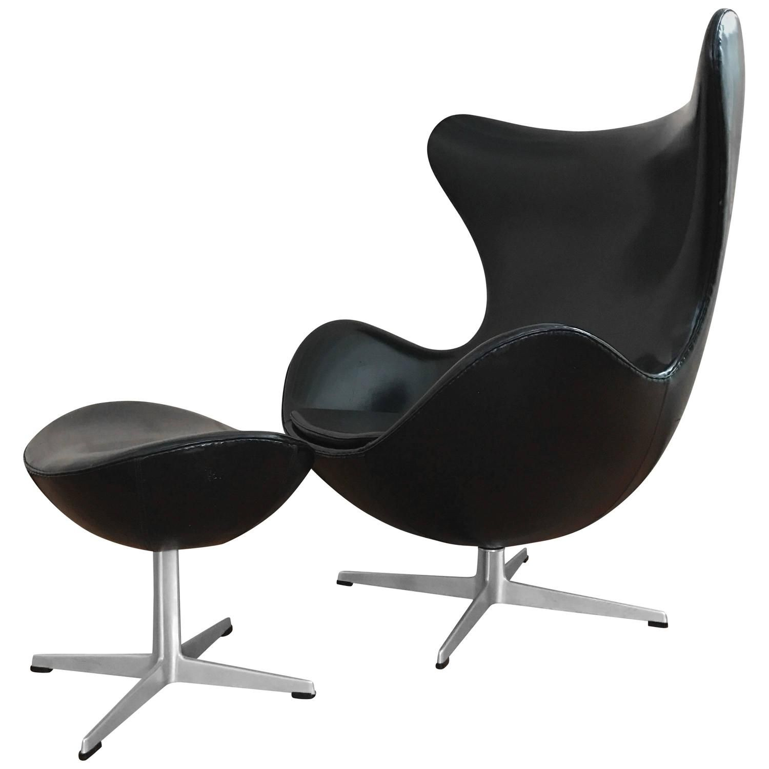 early arne jacobsen egg chair and ottoman in vinyl fritz hansen