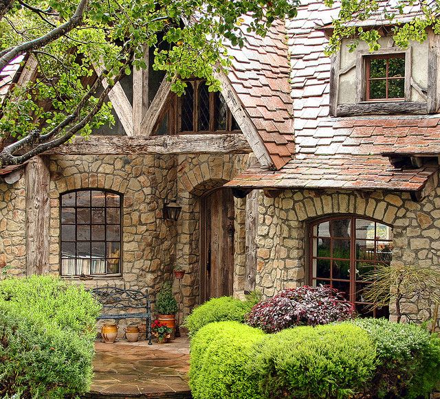Best 25 stone cottage homes ideas on pinterest stone for Small stone cottage