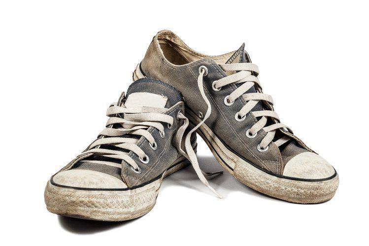 Chcesz Wyprac Buty W Pralce Zobacz Jak To Zrobic Sneakers Golden Goose Sneaker Shoes