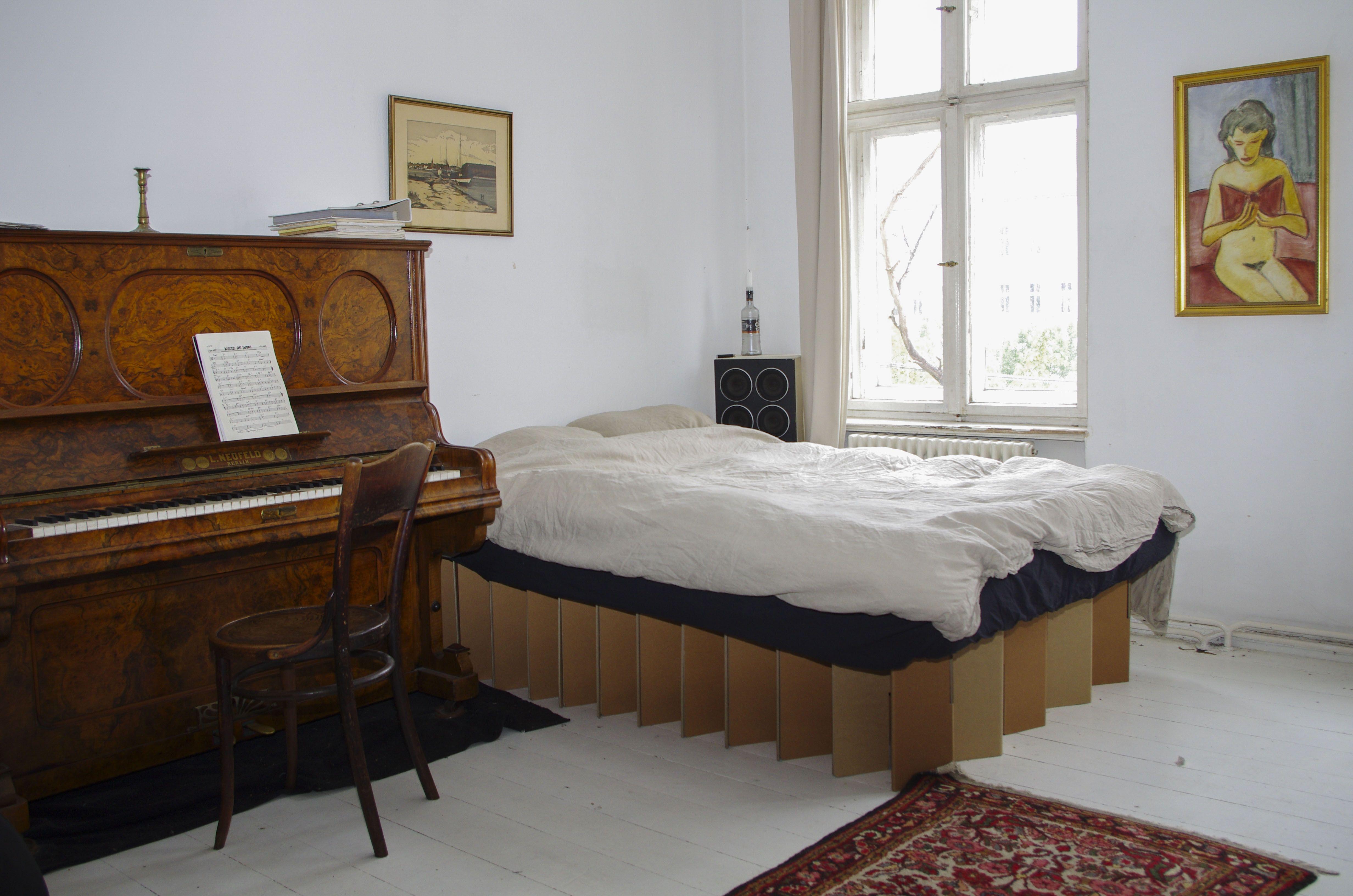 Bezaubernd Hängendes Bett Sammlung Von Our Cardboard Bed In A Colonial-style Bedrooom