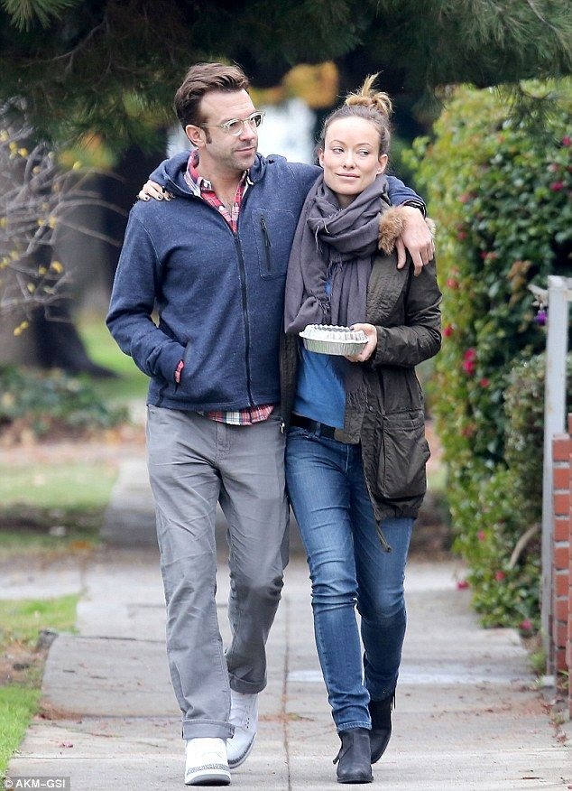 Parents To Be Olivia Wilde And Jason Sudeikis Take Stroll After Lunch Jason Sudeikis Olivia Wilde Style Fashion