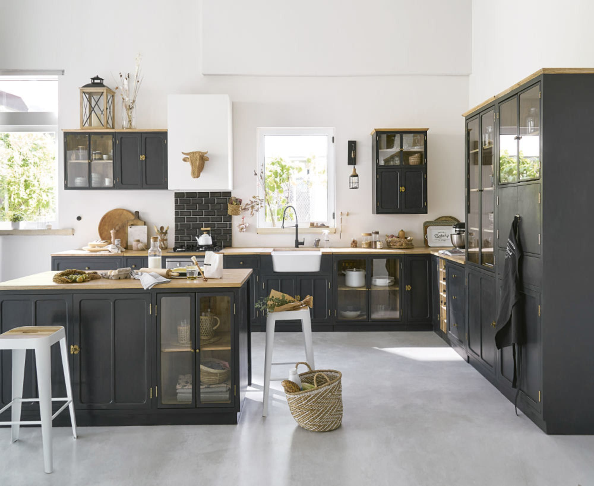 Slate Grey Solid Mango Wood And Metal Glazed Column Kitchen Unit In 2020 Kuchenmobel Kuchenprodukte Und Holz Saulen