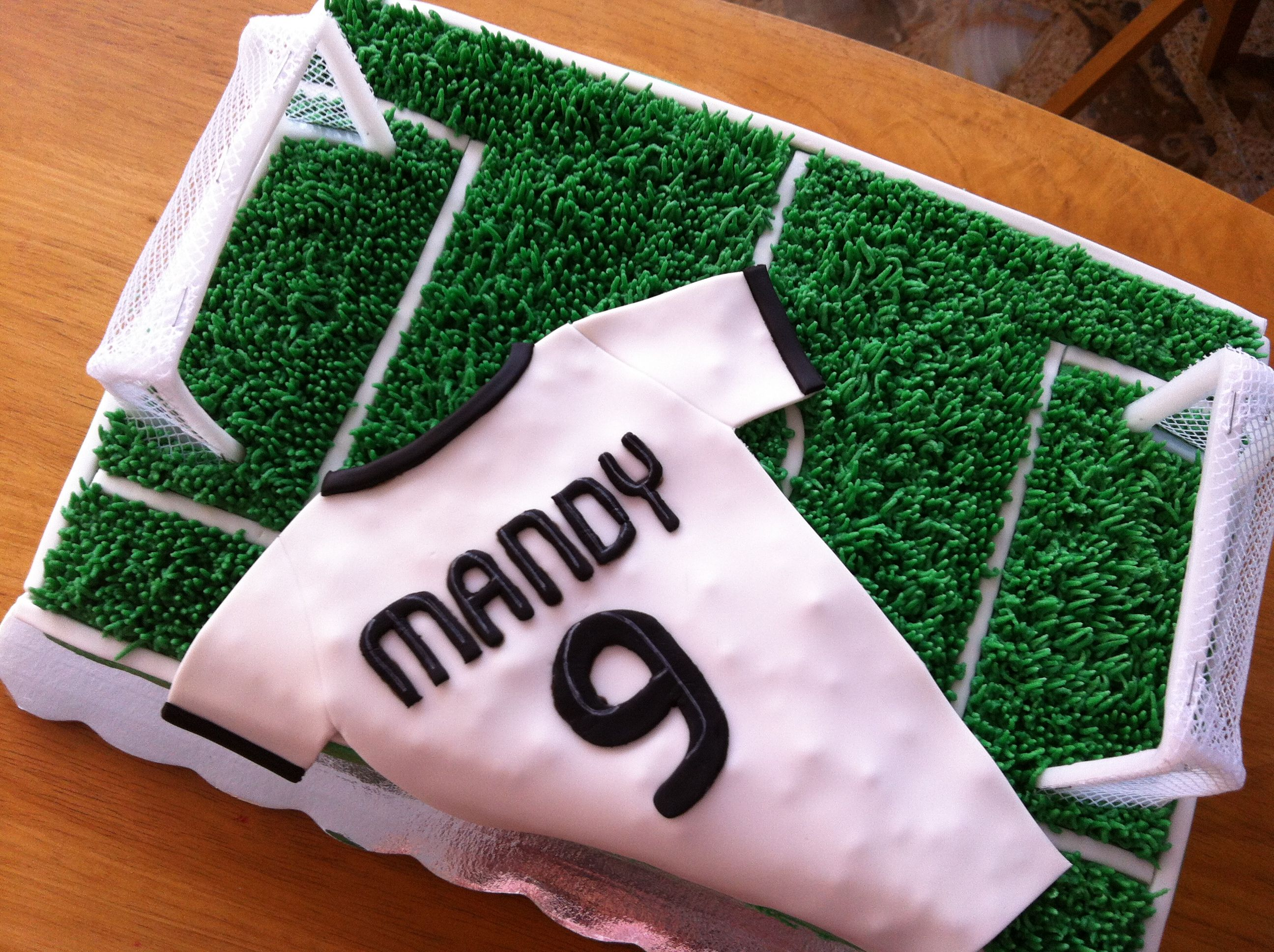 Pin By Dijana On Lo último Soccer Cake Real Madrid Cake Soccer Birthday