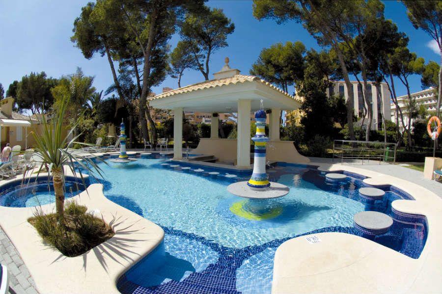 Hotel riu bravo pool bar swim up bar hotel in - Hotels in madrid spain with swimming pool ...