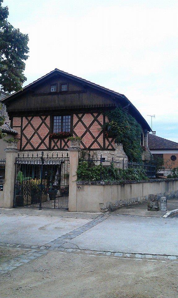 Maison située sur la place de St Justin