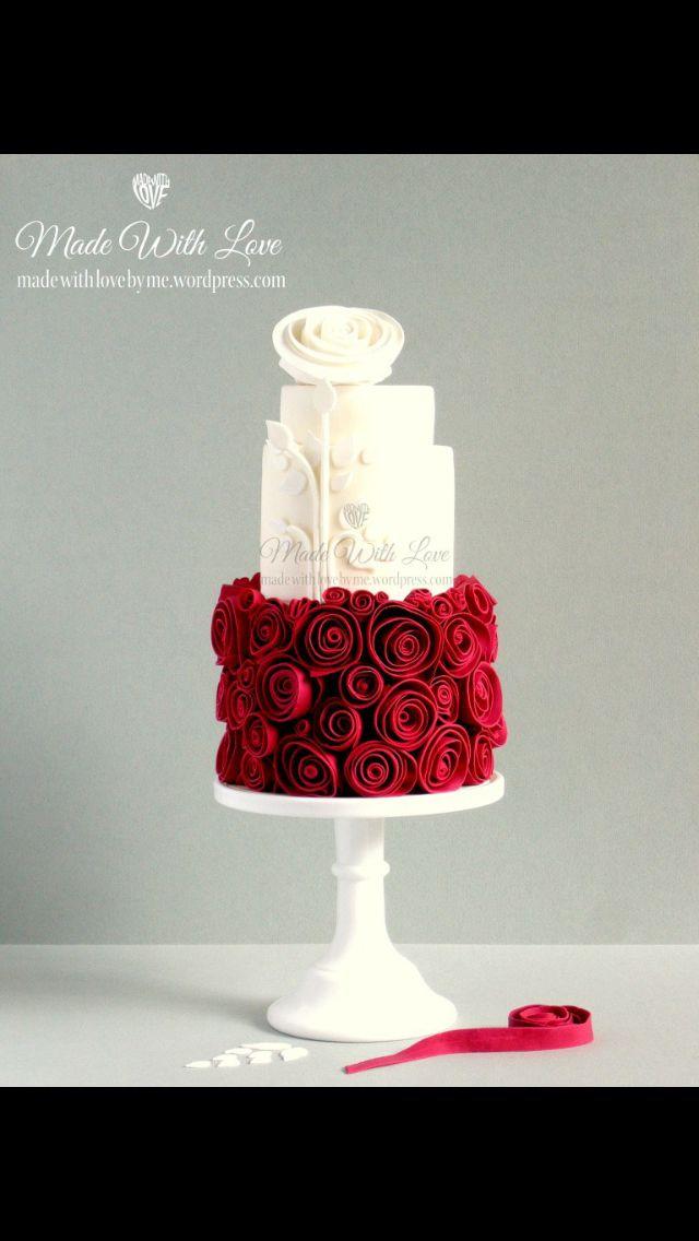 Beautiful fondant cake kuchen white weiß red rot roses